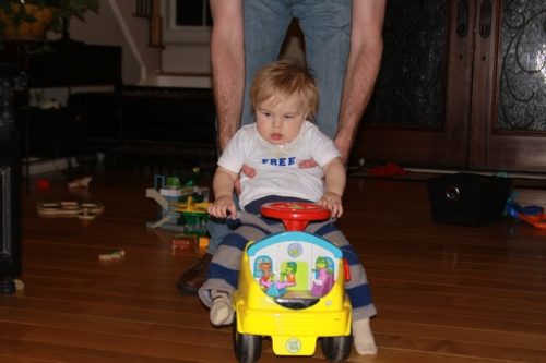 Linus on the car